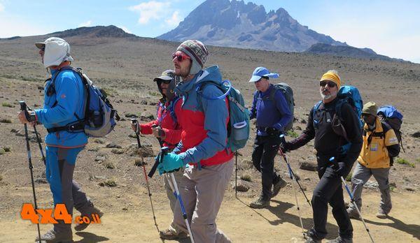 היום השלישי לטיפוס - מהסוואנה לעבר מהדבר האלפיני ועד קיבו הבקתה השלישית והגבוהה 4700 מטרים: