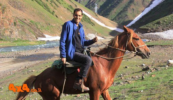 רכיבה על סוסי הנוודים סתם באמצע הדרך