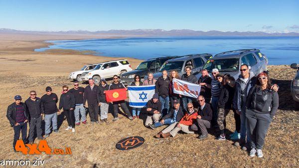טיפסנו על הר גבוה מעל המחנה( המחנה בגובה 3030, אז ההר לפחות 3200 )לתמונה קבוצתית