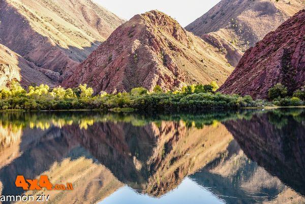 אגם מדהים לא רחוק מהכפר KYZYL OY