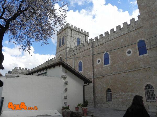 ביקור בכנסיית בית ג'אמל