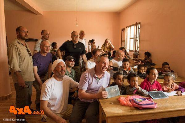 כיתה במסגד בכפר של טוארגים בקצה הסהרה