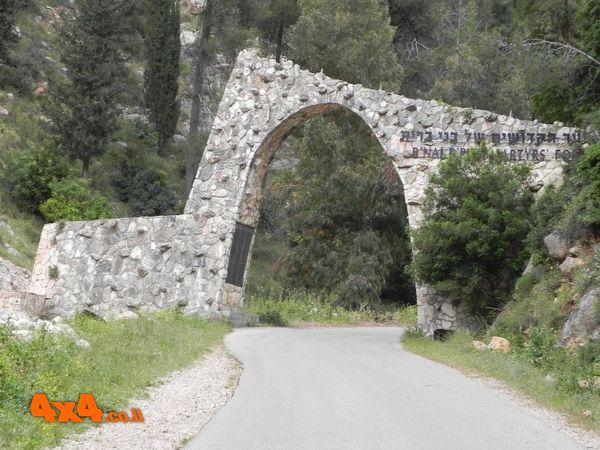 שער כניסה ליער הקדושים