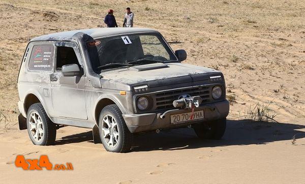 לאדה ניבה במדבר המונגולי Lada Niva