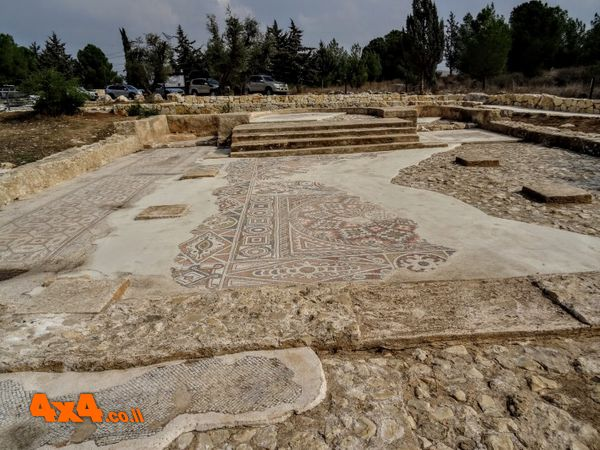 נקודה בשטח – חורבת תנשמת וכנסיית בקחוס הקדוש