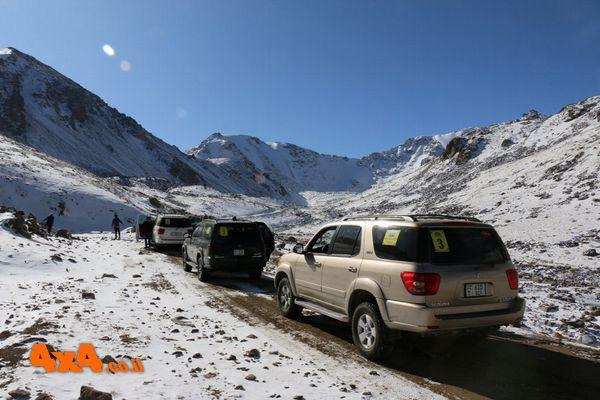 השיירה נאלצת לסגת בגובה 3,600מ' לערך בשל הקרח והשלג