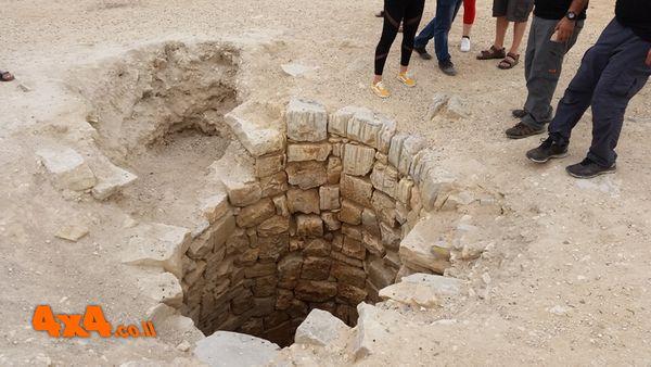 הבאר העמוקה ברחובות בנגב  (כ80 מטר עומק)