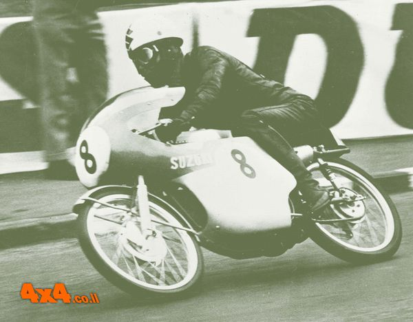 סוזוקי 50CC מנצח את מרוץ TT