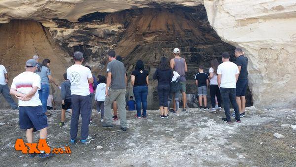 במערות סמך