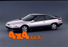 1991 סובארו SVX מכונית סלון יוקרתית הפורצת את הדרך לשטח.