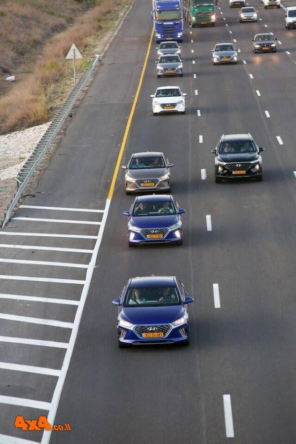 שיירת יונדאי איוניק על כביש 6 בדרך לירושלים