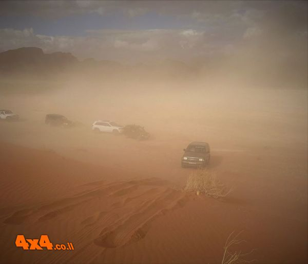 נוסעים בתוך ענן החול