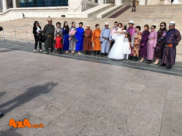 חתונה בכיכר הפרלמנט של אולן באטור