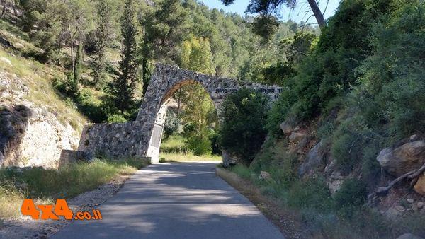 שער הכניסה ליער הקדושים