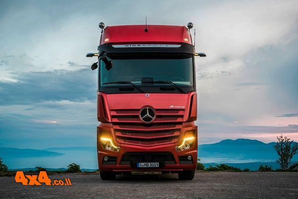 משאית מרצדס אקטרוס החדשה הגיעה לישראל