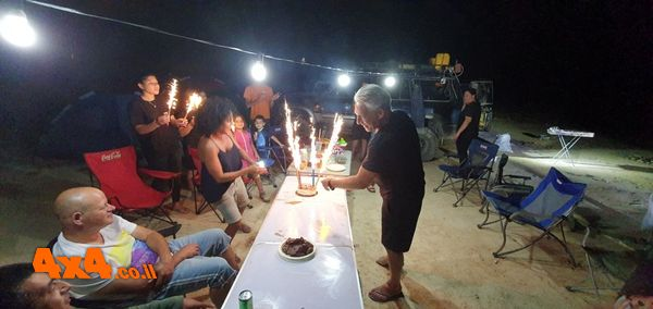 חניון הלילה - הלולאה חוגגים יום הולדת לאלעד ( ממש עלם חמודות)