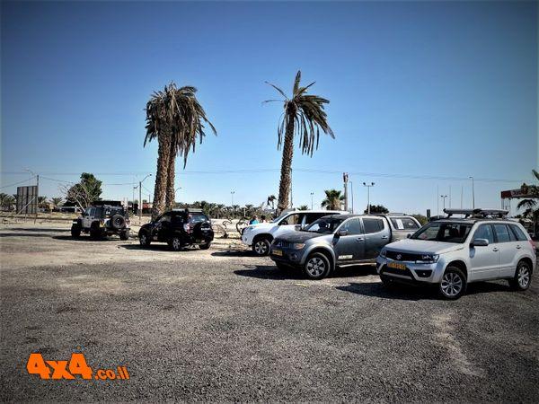תחנת הדרכים ליד קיבוץ אלמוג