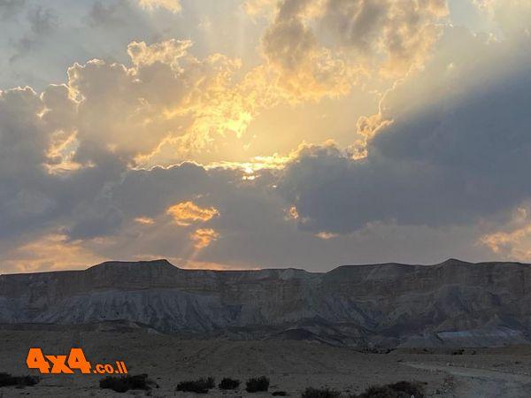 בקעת צין בשעה הכי יפה במדבר