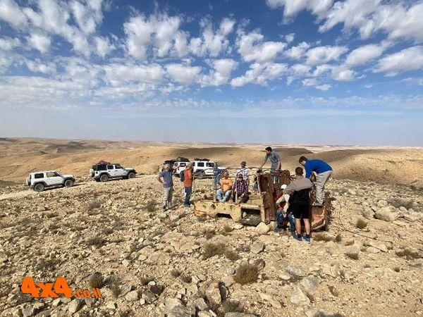 צילום קבוצתי בפסגת הר חמרן