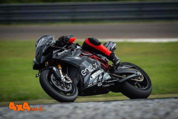 עיצוב איטלקי וחוויית רכיבה באופנוע חשמלי חדש בישראל