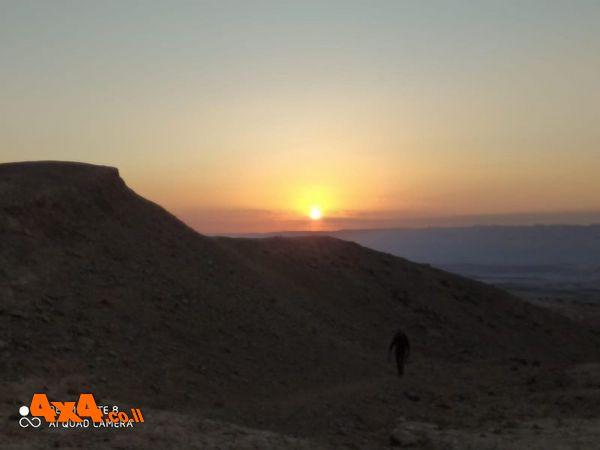 ומשם לחניון הלילה למרגלות הר ארדון. השמש שקעה אחרי שסיימנו להקים את המאהל