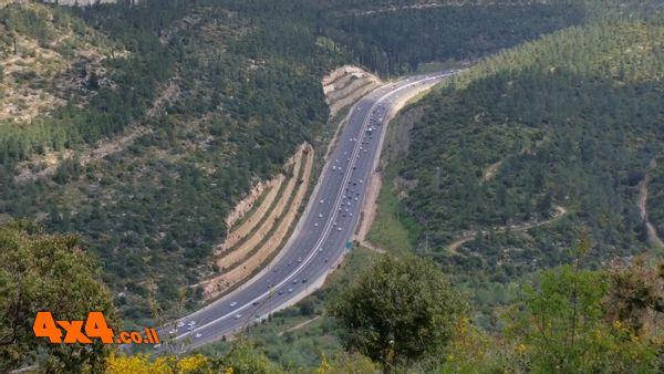 תצפית על כביש 1 ממשלט 16
