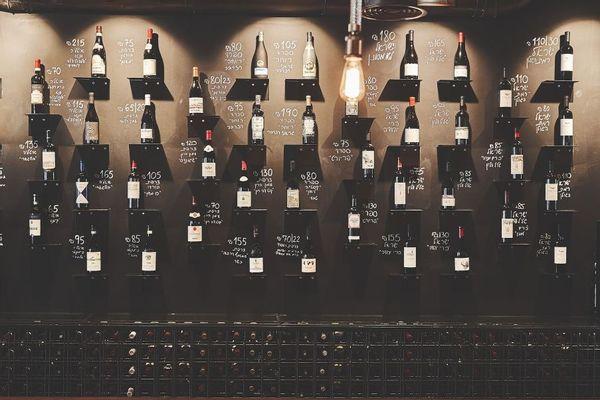 חווית קניית יין מקורית בחנות דון ג'וזפה