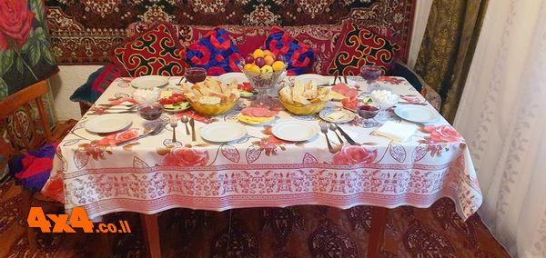 שולחן ארוחת הבוקר בבית המקומיים home stay
