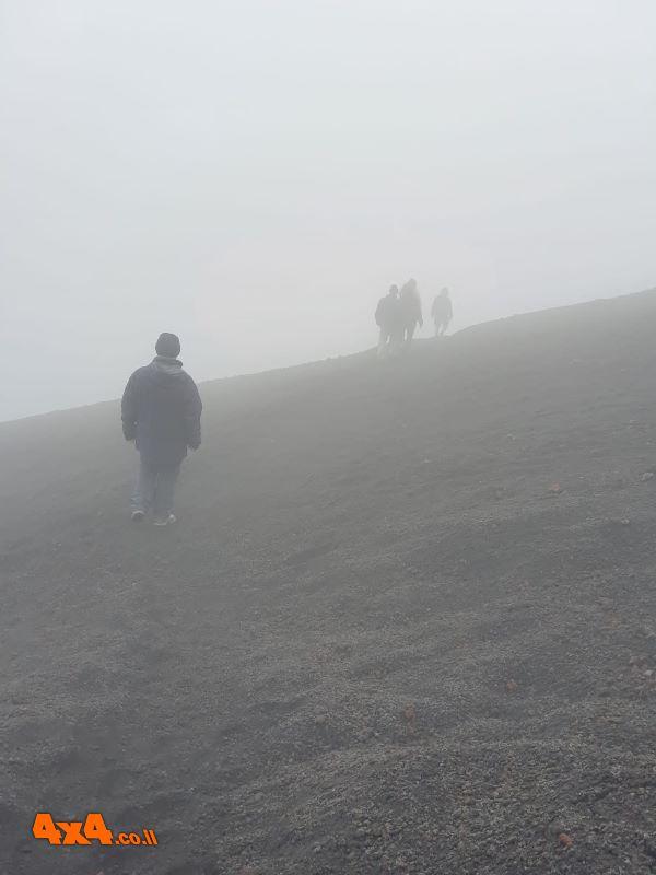 מתחילים טיפוס רגלי בתוך הענן
