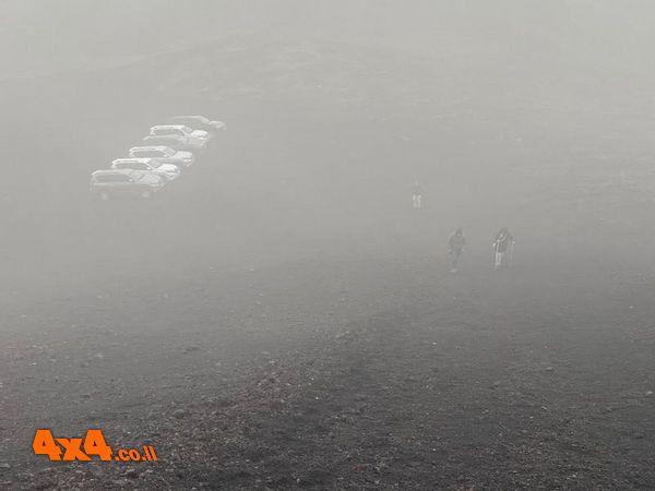 מבט מהפסגה מכוסת הענן