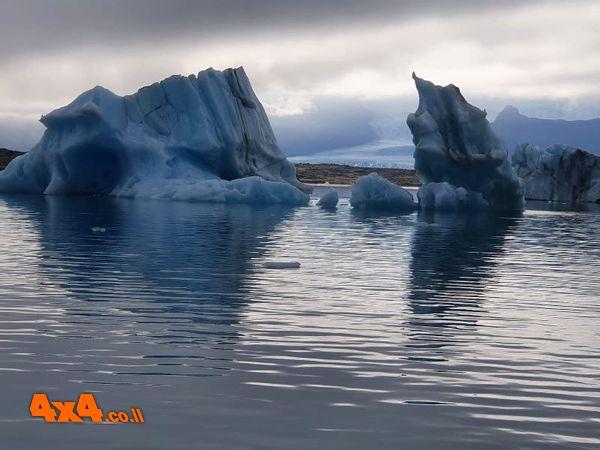 שברי הקרחון בכל הלגונה