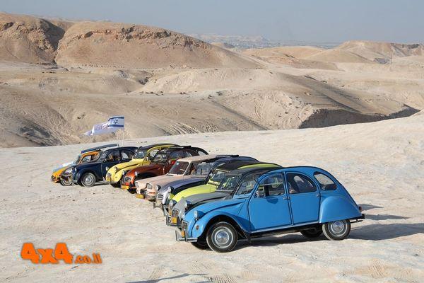 חוצה ישראל סיטרואן דה-שבו בכביש ובשטח