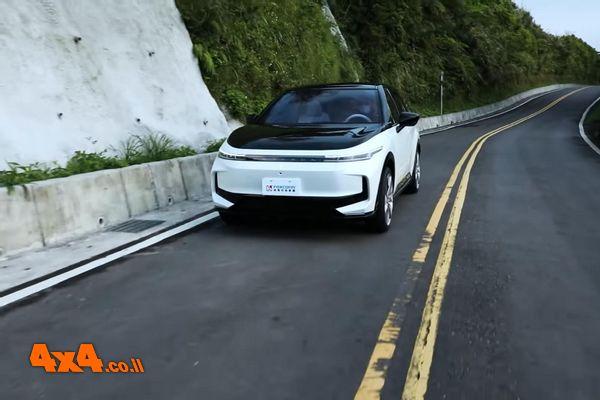 יצרנית האייפון תתחיל לייצר מכוניות חשמליות
