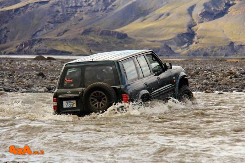 איסלנד - מסע לארץ האש והקרחונים