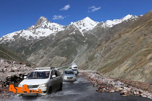 הודו הימלאיה - עם כלי הרכב למעברי ההרים הגבוהים בעולם