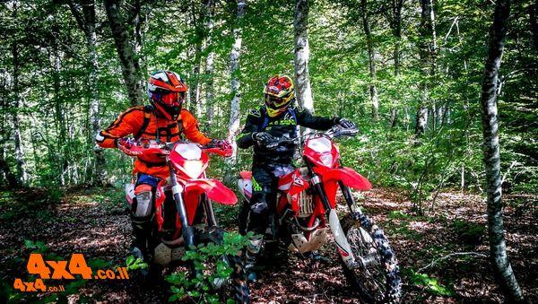 מסע אופנועי אנדורו מיוחד ומודרך בצפון יוון