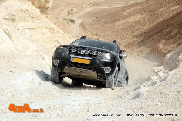 הדרכת נהיגה מתקדמת לדאצ'יה דאסטר 4X4 בלבד