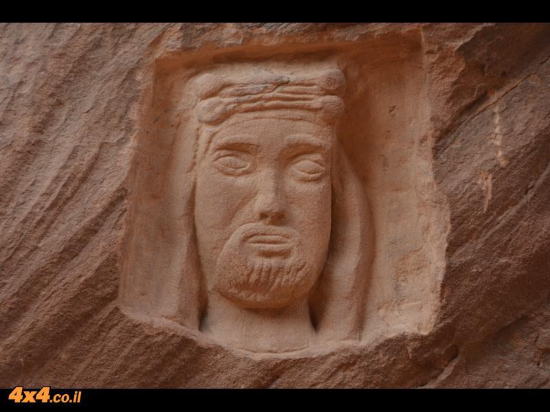 חיטוב פנים בסלע של לורנס איש ערב