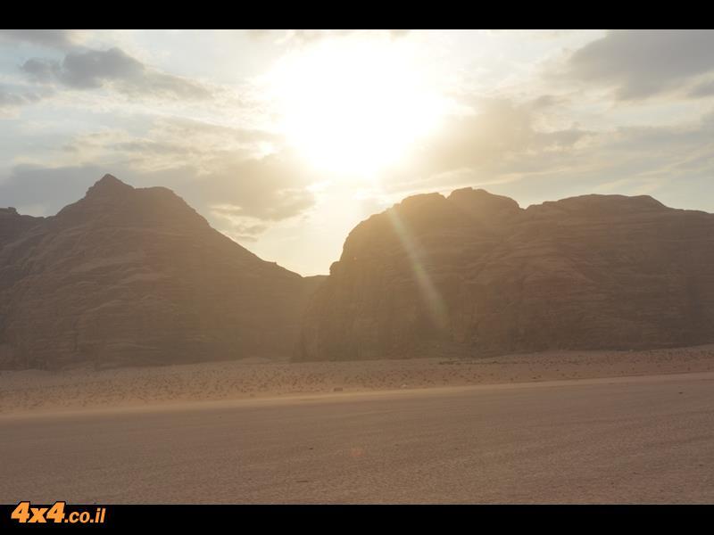 אין כמו השקיעה במדבר