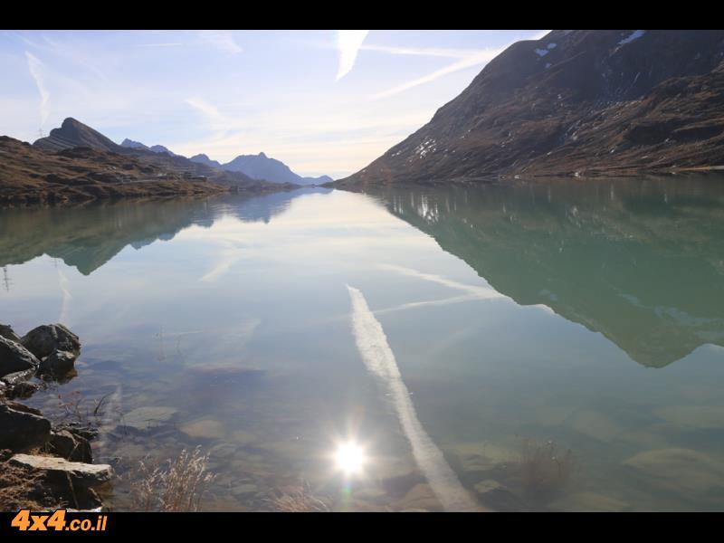 האגם במעבר ברנינה  2,328 מטרים