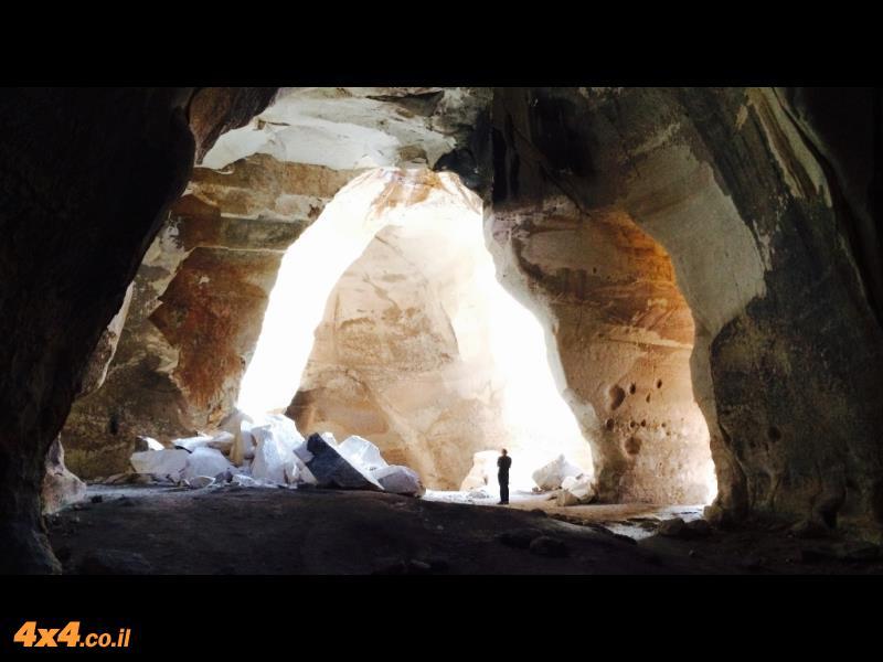 נקודה בשטח - מערות לוזית