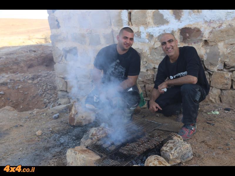 ארוחת צהרים בחאן הטורקי על דרך החוגגים