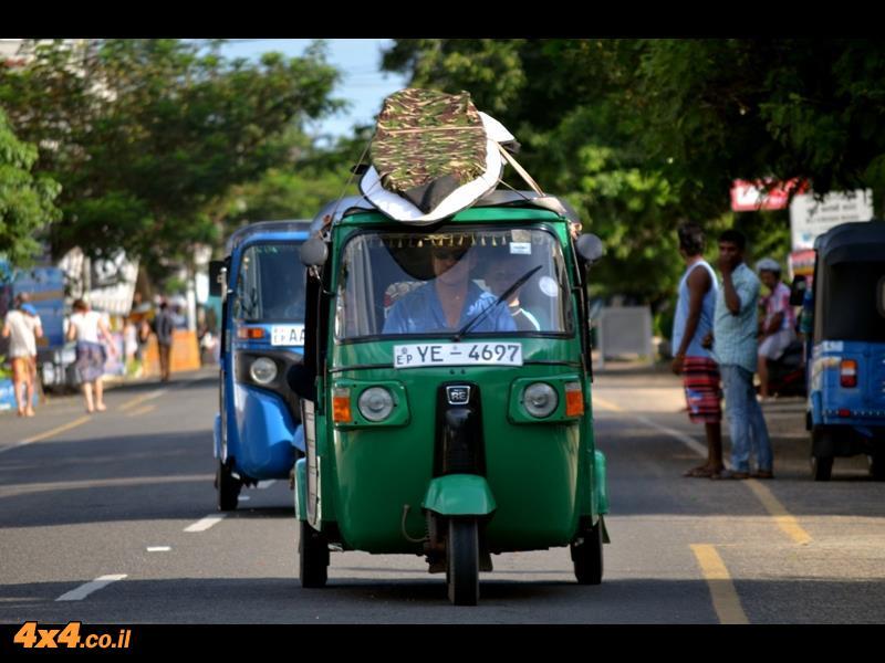 שלושה גלגלים בטעם של פעם - Bajaj Tuktuk
