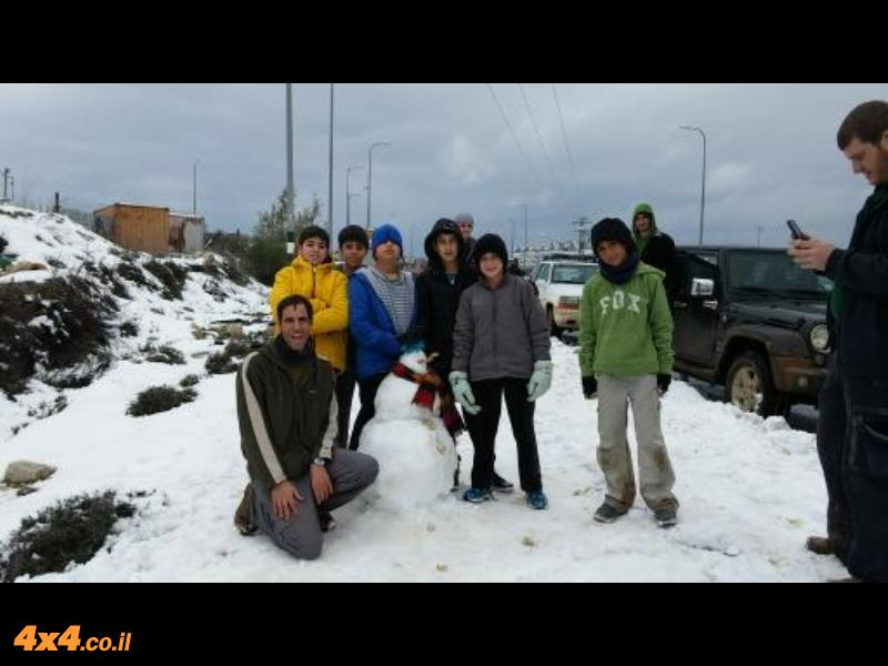 בובת השלג שבנו הילדים בגוש עציון