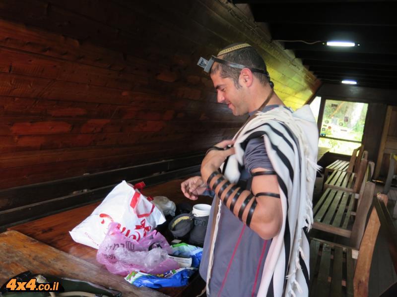 הרבה אמונה בדרך לפסגה - תפילות, בישולים כשרים והרבה עזרה מהשם