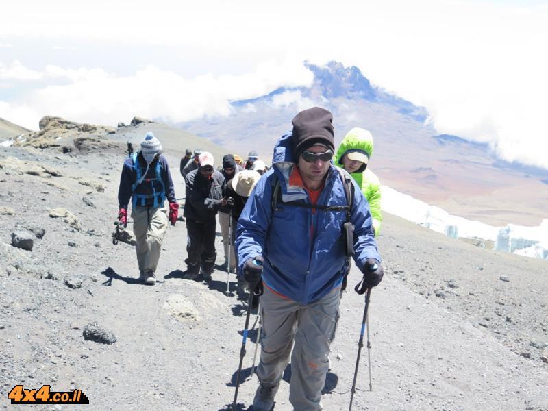 עוד שעה וחצי של מאמץ גדול מהאוכף של גילמן עד לפסגה הגבוהה באפריקה