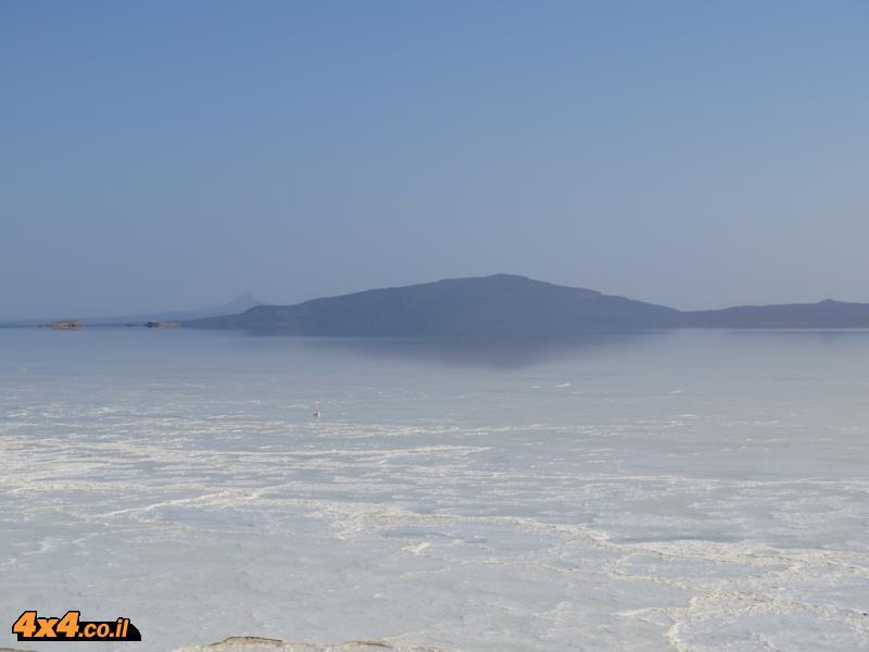 ימת המלח של שקע דאלול בלב מדבר דאנקיל - צפון אתיופה
