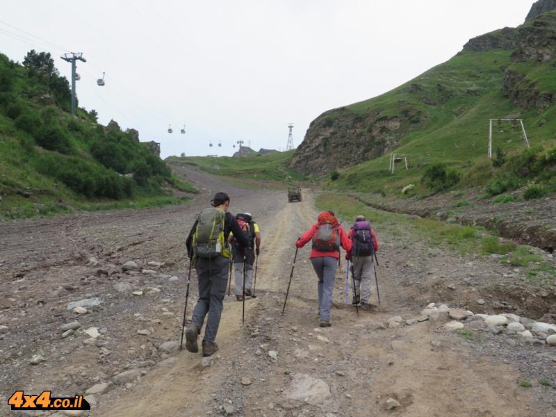 היום השני - מתחילים לטפס ממרגלות האלברוס