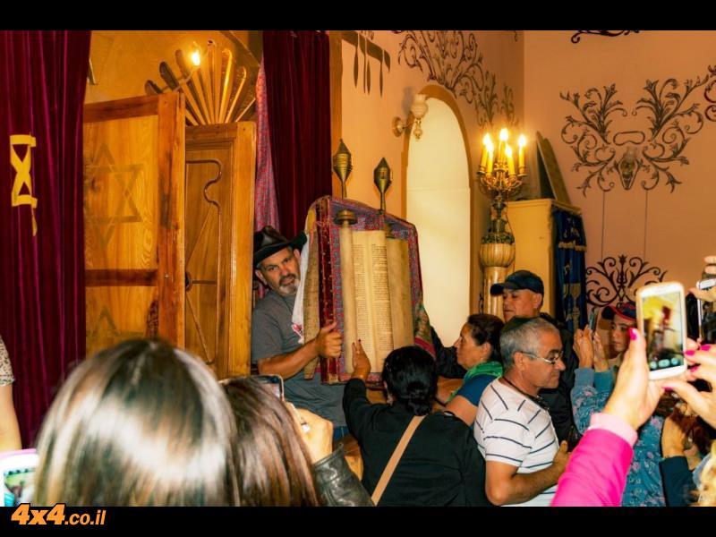 בית הכנסת באחלקציקי - מבקרים את שמעון