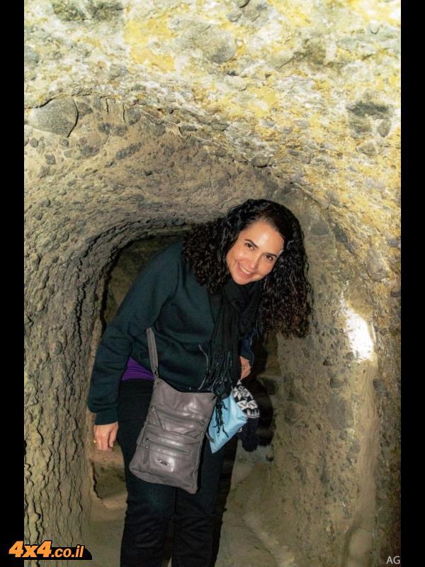בתוך מערות וארדזיה